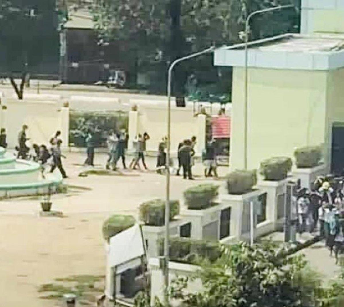 Myanmar da güvenlik güçleri, grevdeki demir yolu çalışanlarını evlerinden çıkardı #16
